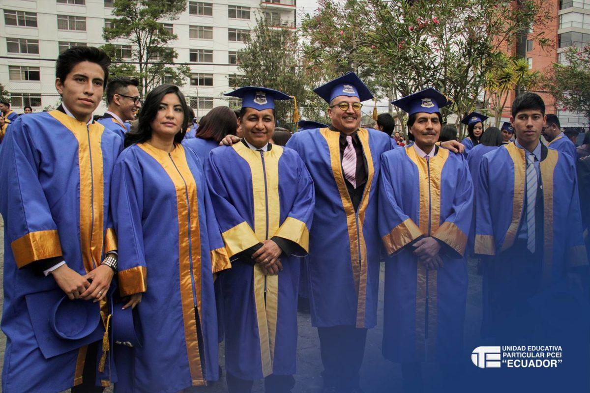 Unidad Educativa Particular Ecuador Graduation
